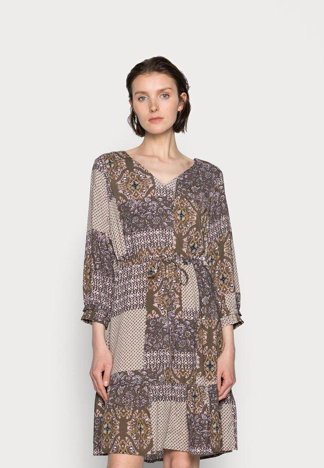 SANI DRESS - Sukienka letnia - seaturtle patchwork
