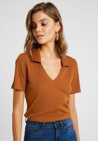 Monki - MARGOT - Basic T-shirt - rust - 3