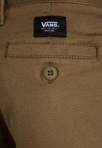 Vans - BY AUTHENTIC STRETCH SHORT BOYS - Shorts - dirt - 3