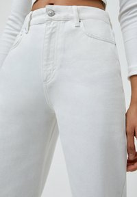 PULL&BEAR - CULOTTE - Flared Jeans - white - 3
