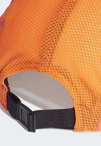 adidas Performance - AEROREADY 5-PANEL REFLECTIVE RUNNING CAP - Gorra - green - 5