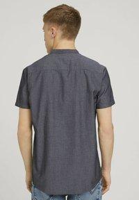 TOM TAILOR DENIM - MIT STEHKRAGEN - Shirt - black and white minimal dobby - 2