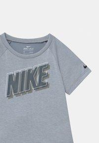 Nike Sportswear - RAGLAN SET  - T-shirt print - anthracite - 3