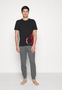 Calvin Klein Underwear - ONE GRAPHIC TEES CREW NECK - Nachtwäsche Shirt - black - 1