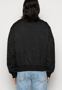 Versace Jeans Couture - MATELASSE BAROQUE  - Bomber Jacket - black - 4