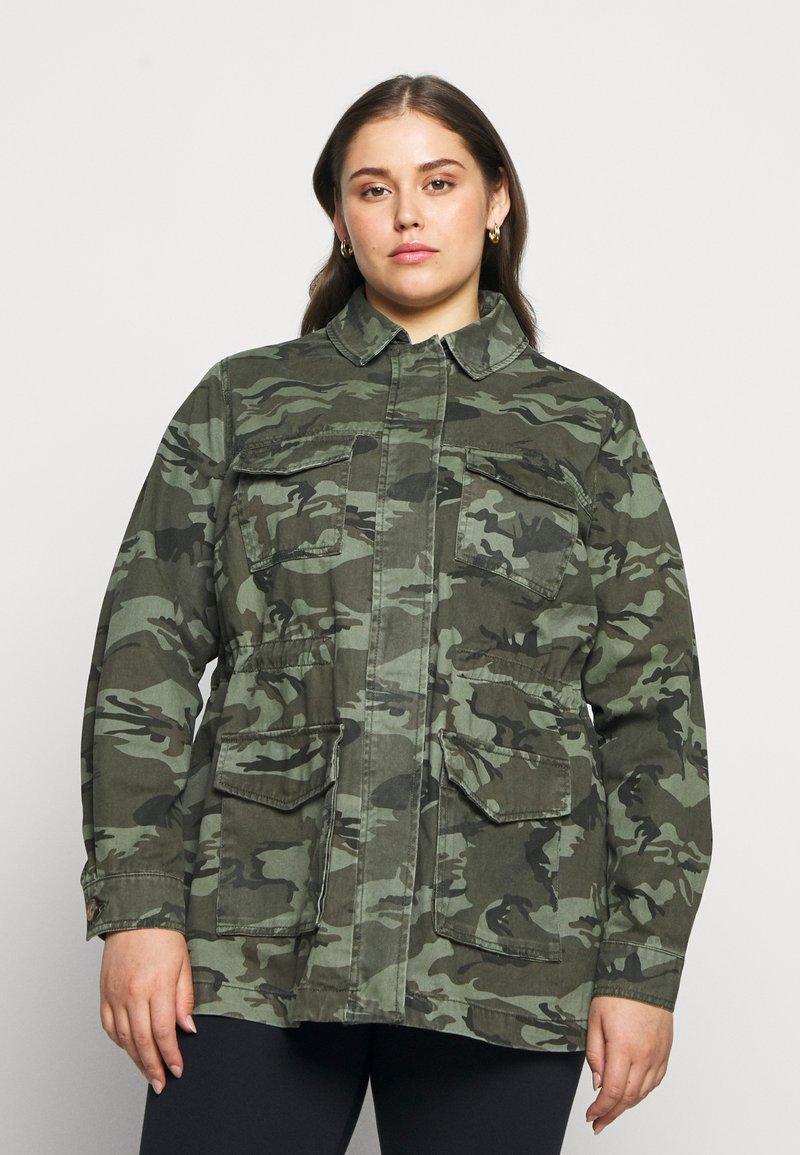 New Look Curves - POCKET CAMO SHACKET - Short coat - khaki