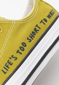 Converse - CHUCK TAYLOR ALL STAR RENEW - Trainers - moss/obsidian/white - 5
