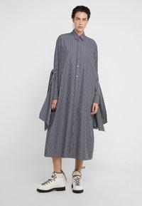 MM6 Maison Margiela - Maxi šaty - black/white - 0