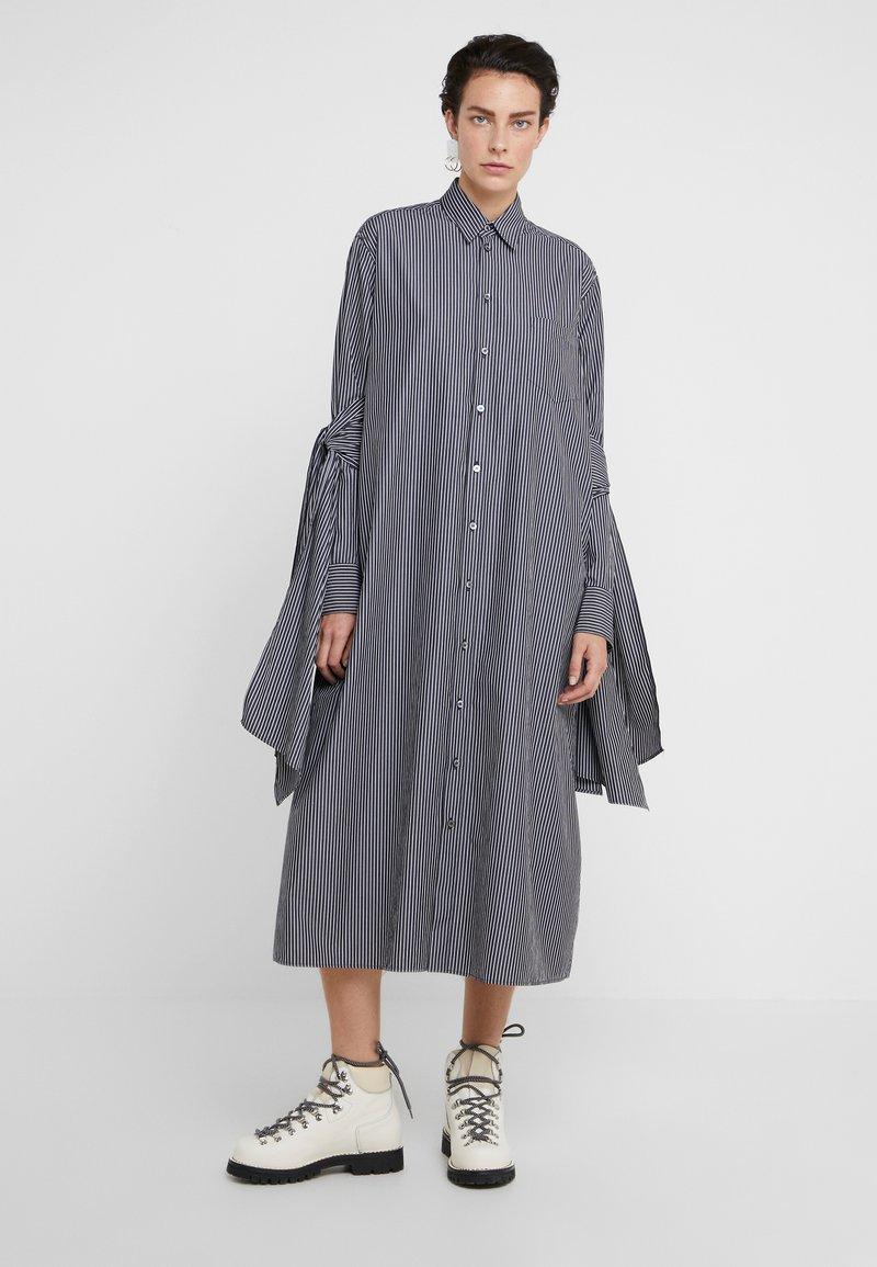 MM6 Maison Margiela - Maxi šaty - black/white
