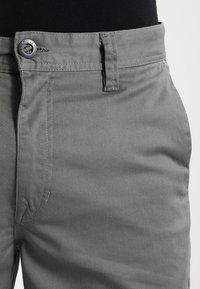 Volcom - FRICKIN MODERN - Shorts - dusty green - 3