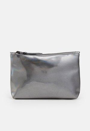 COSMETIC BAG - Toiletti-/meikkilaukku - holographic
