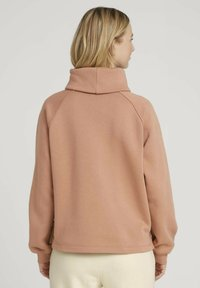TOM TAILOR DENIM - MIT ROLLKRAGEN - Sweatshirt - clay rose - 2