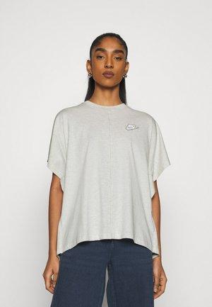 EARTH DAY - Print T-shirt - oatmeal heather/white