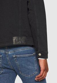 Calvin Klein Jeans - FOUNDATION SLIM - Kurtka jeansowa - washed black - 5