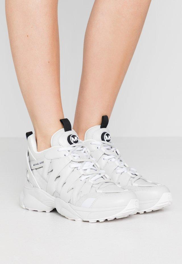 HERO TRAINER - Sneakers laag - light slate