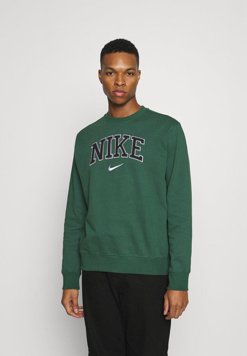 Nike Sportswear - RETRO CREW - Sweatshirt - noble green