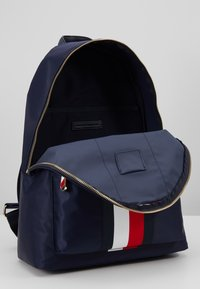 Tommy Hilfiger - POPPY BACKPACK CORP - Reppu - blue - 5