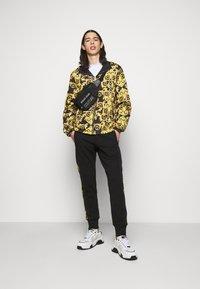 Versace Jeans Couture - PRINT LOGO BAROQUE  - Summer jacket - black - 1
