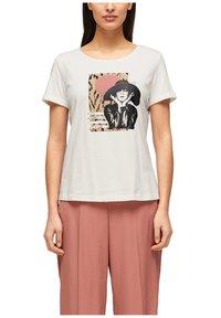 s.Oliver BLACK LABEL - MIT FRONTPRINT - Print T-shirt - white - 4