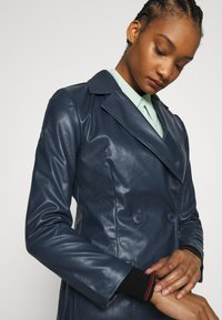 Who What Wear - 70S FITTED JACKET - Faux leather jacket - dark navy - 3
