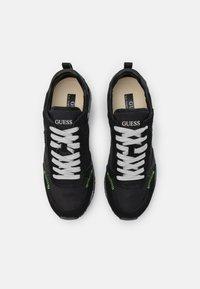 Guess - NEW GLORYM SMART - Sneakersy niskie - black - 3