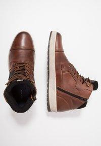 Pier One - Zapatillas altas - cognac - 1