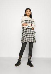 Desigual - LESLIE - Jeans Skinny Fit - denim black wah - 1
