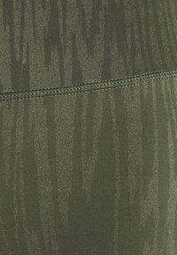 Hunkemöller - MAKE ME ZEN LEGGING - Leggings - four leaf clover - 5