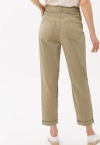 BRAX - STYLE MELO - Trousers - khaki - 2