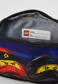 Lego Bags - TOILETRY BAG - Handbag - Urban Red/Black - 5