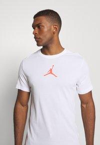 Jordan - JUMPMAN CREW - Print T-shirt - white - 3