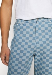 Vintage Supply - CHECKERBOARD WIDE LEG - Relaxed fit jeans - blue - 3