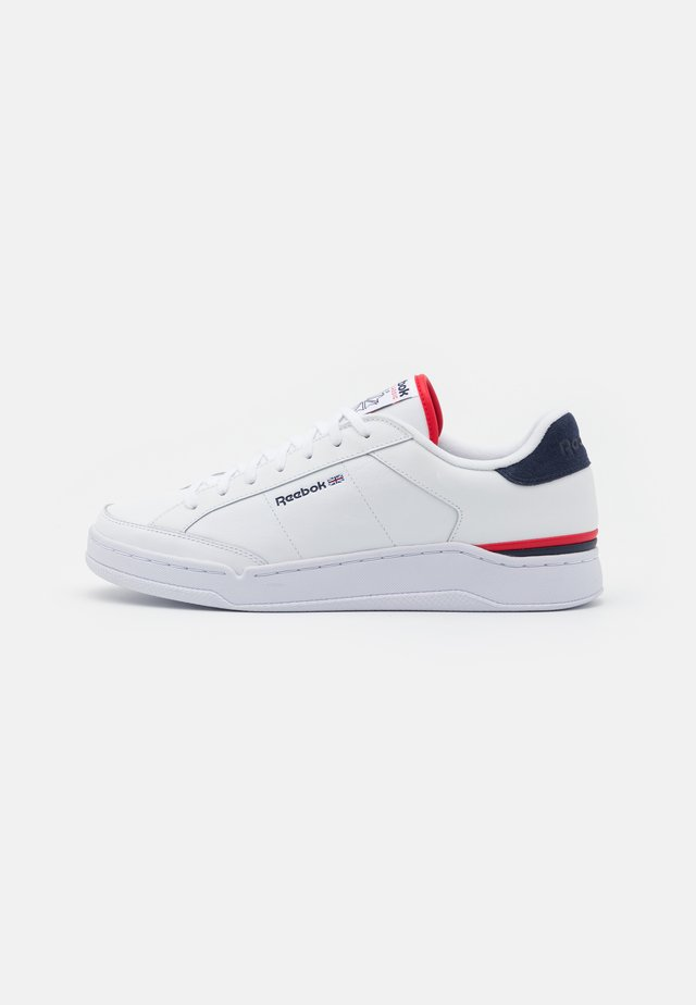 AD COURT UNISEX - Sneakers laag - footwear white/vector navy/vector red
