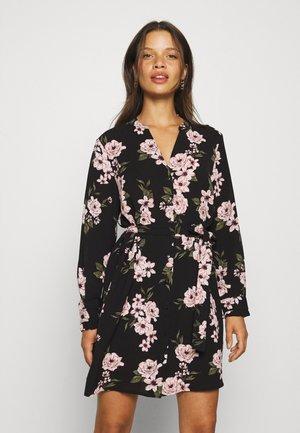 PCCATALINA SHIRT DRESS  - Sukienka koszulowa - black