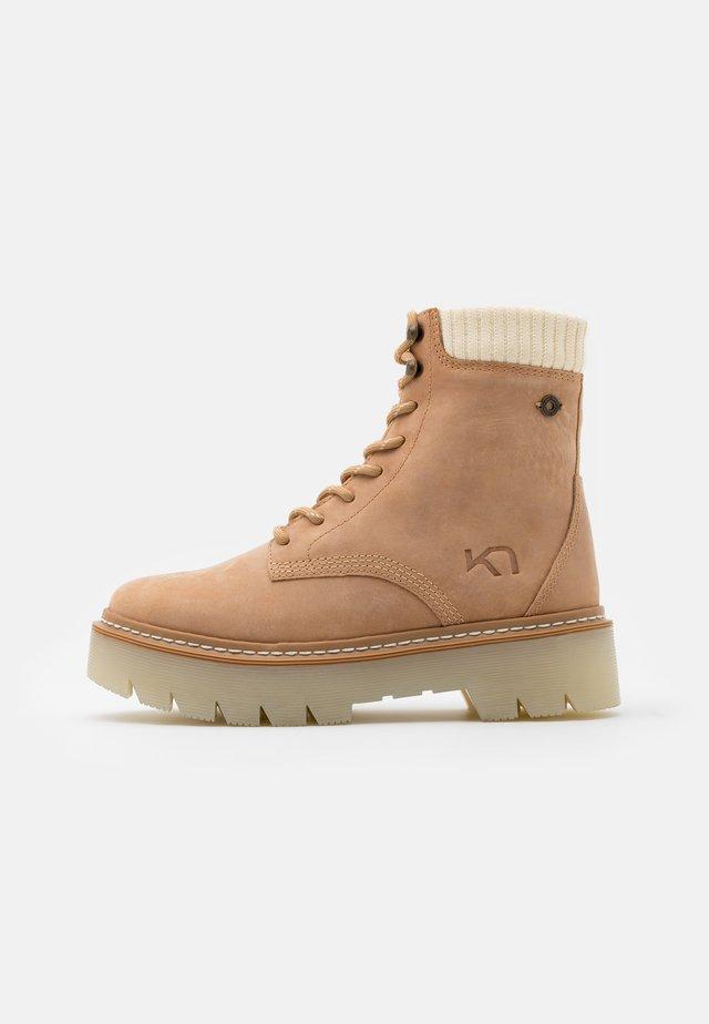 FARE - Chaussures de marche - tawny