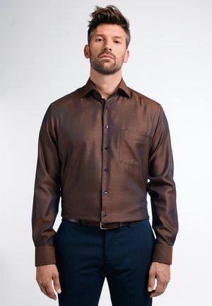MODERN FIT BUSINESS LANGARM NEW KENT KRAGEN  - Formal shirt - braun