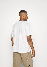 Edwin - GLOBAL CHEST UNISEX - Print T-shirt - whisper white - 2