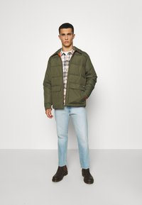 Volcom - HOBRO JACKET - Winter jacket - military - 4