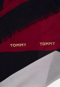 Tommy Hilfiger - CORPORATE STRIPE SQUARE - Chusta - red - 1