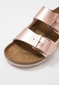 Birkenstock - ARIZONA - Pantuflas - electric metallic copper - 5