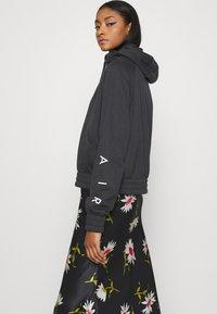 Nike Sportswear - Sudadera con cremallera - black/white - 3
