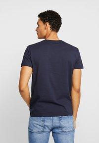 GANT - MEDIUM SHIELD - Basic T-shirt - evening blue - 2