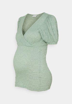 MLANE TESS - Print T-shirt - jadeite