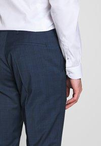 Tommy Hilfiger Tailored - PEAK LAPEL CHECK SUIT SLIM FIT - Oblek - blue - 11