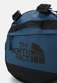 The North Face - BASE CAMP DUFFEL S UNISEX - Sports bag - monterey blue/black - 6