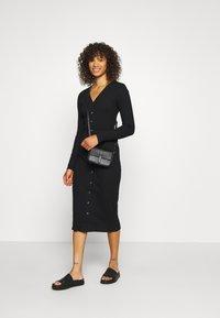 Glamorous Tall - BUTTON DOWN LONG SLEEVE DRESS - Pletené šaty - black - 1
