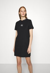 Calvin Klein Jeans - CENTER MONOGRAM DRESS - Sukienka z dżerseju - black - 0