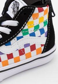 Vans - COMFYCUSH SK8 ZIP - Vysoké tenisky - rainbow/true white - 5
