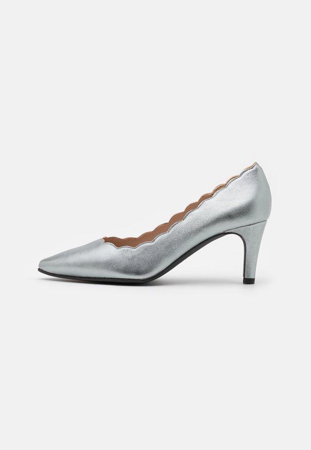 BENETT - Classic heels - etoile mercuri