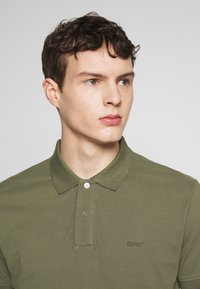 Esprit - Koszulka polo - khaki green - 4